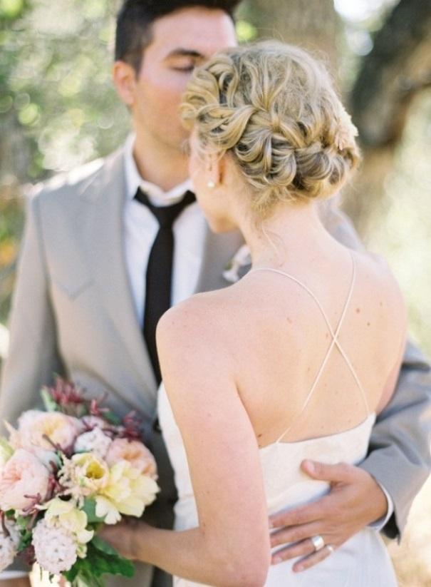 Brautfrisur blumen geflochten