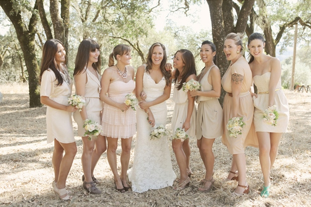 mix-matched bridesmaids dresses. Photography Edyta Szyszlo. Read more: http://www.hummingheartstrings.de/index.php/hochzeitsmode/same-same-but-different-ungleiche-brautjungfernkleider/