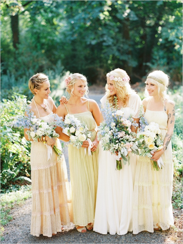 mix-matched bridesmaids dresses. Photography Erich McVey. Read more: http://www.hummingheartstrings.de/index.php/hochzeitsmode/same-same-but-different-ungleiche-brautjungfernkleider/