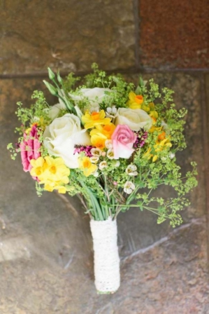 Spring Bouquets. Read more - http://www.hummingheartstrings.de/?p=11057 Photo: Deville Photography