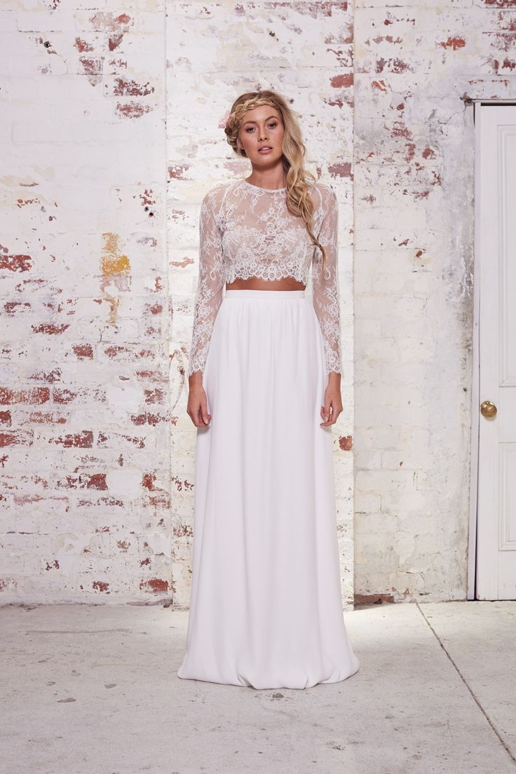 Karen Willis Holmes Bridal Spring 2016. Read more -  http://www.hummingheartstrings.de/?p=11171