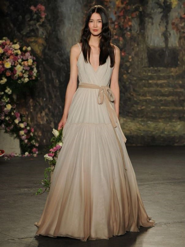 Trends for Bridal Spring 2016. Dress by Jenny Packham. Read more - http://www.hummingheartstrings.de/?p=11310