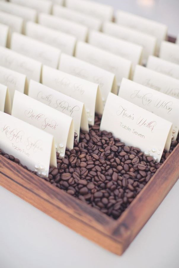 natural and eco-friendly escort cards. Read more - http://www.hummingheartstrings.de/?p=11243, Photo: This Love of Yours Photography