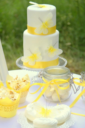 Yellow Styled Shoot by SchoenmichAccessoires. Read more - http://www.hummingheartstrings.de/?p=11655