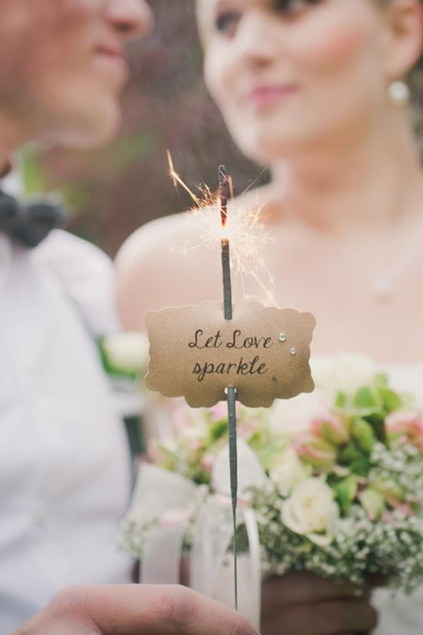 Favorite wedding decor ideas via DaWanda - read more: http://www.hummingheartstrings.de/?p=11653