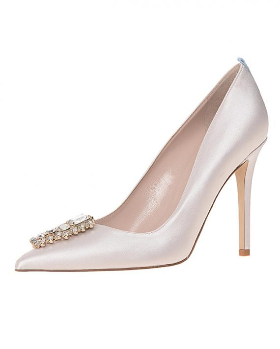 Sarah Jessica Parker Bridal Shoe Collection. Read more - http://www.hummingheartstrings.de/?p=12077