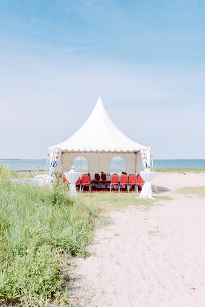 Beach Wedding by Sandra Huetzen Photography via Wedding Blog Humming Heartstrings-3