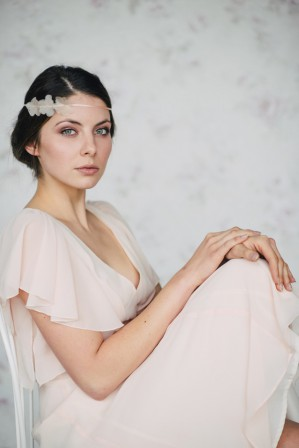Spring Bridal Accessories by Schoenmich Accessoires_Photography by Ishtar Najjar via Wedding Blog Humming Heartstrings_25
