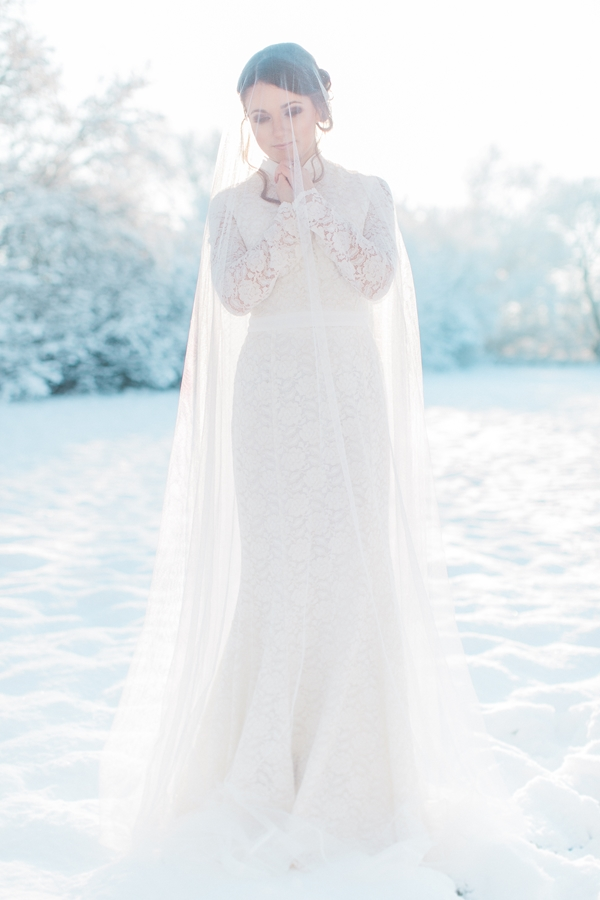 Winter Bridal Session_Photography Diana Frohmueller as seen on Wedding Blog Humming Heartstrings (27)