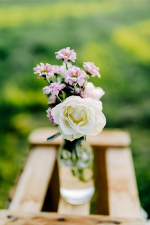 sweet rustic infused wedding shooting by Svenja Kock Fotografie as seen on Wedding Blog Humming Heartstrings (17)