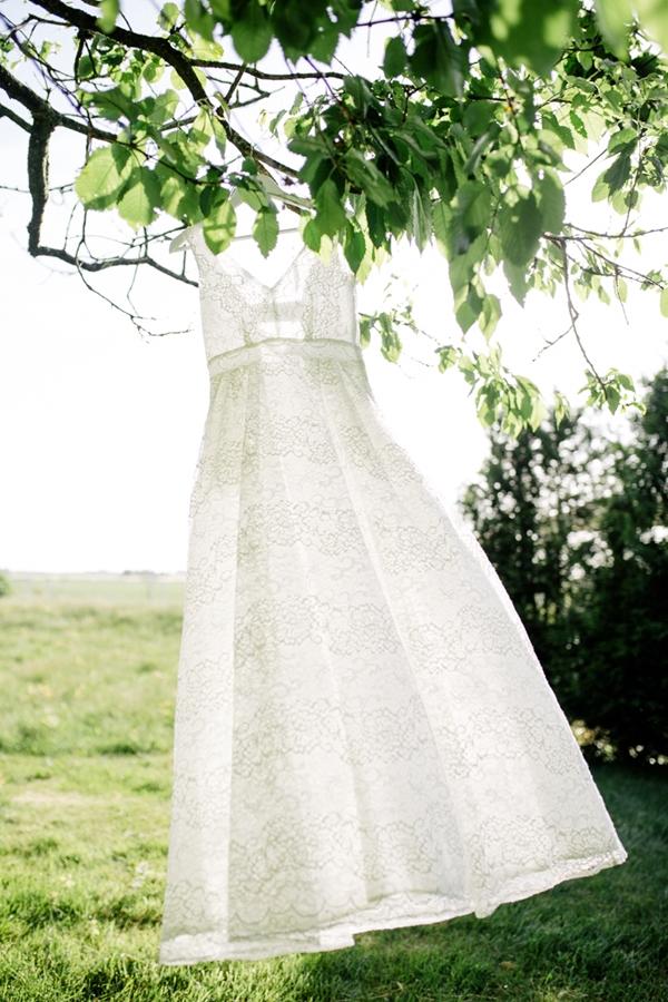 sweet rustic infused wedding shooting by Svenja Kock Fotografie as seen on Wedding Blog Humming Heartstrings (22)