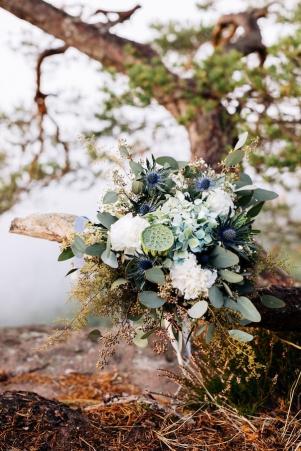 mountain-top-after-wedding-shooting_photography-julia-hofmann-fotografie-as-seen-on-wedding-blog-humming-heartstrings01