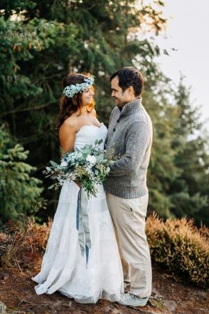 mountain-top-after-wedding-shooting_photography-julia-hofmann-fotografie-as-seen-on-wedding-blog-humming-heartstrings03